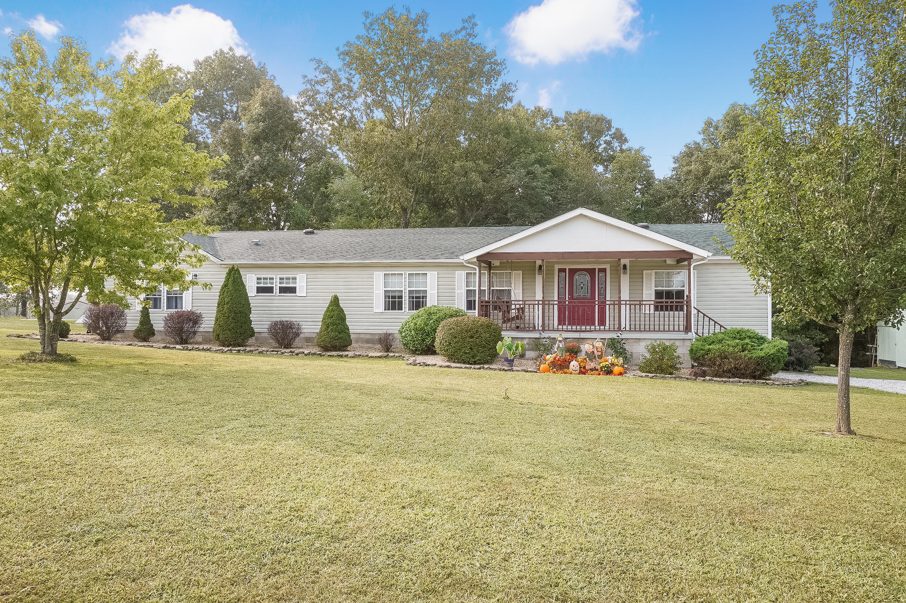 58 Akita Run Road Highlandville, MO 65669