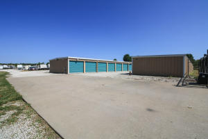 3909 East Bluegrass Road, Springfield, MO 65803