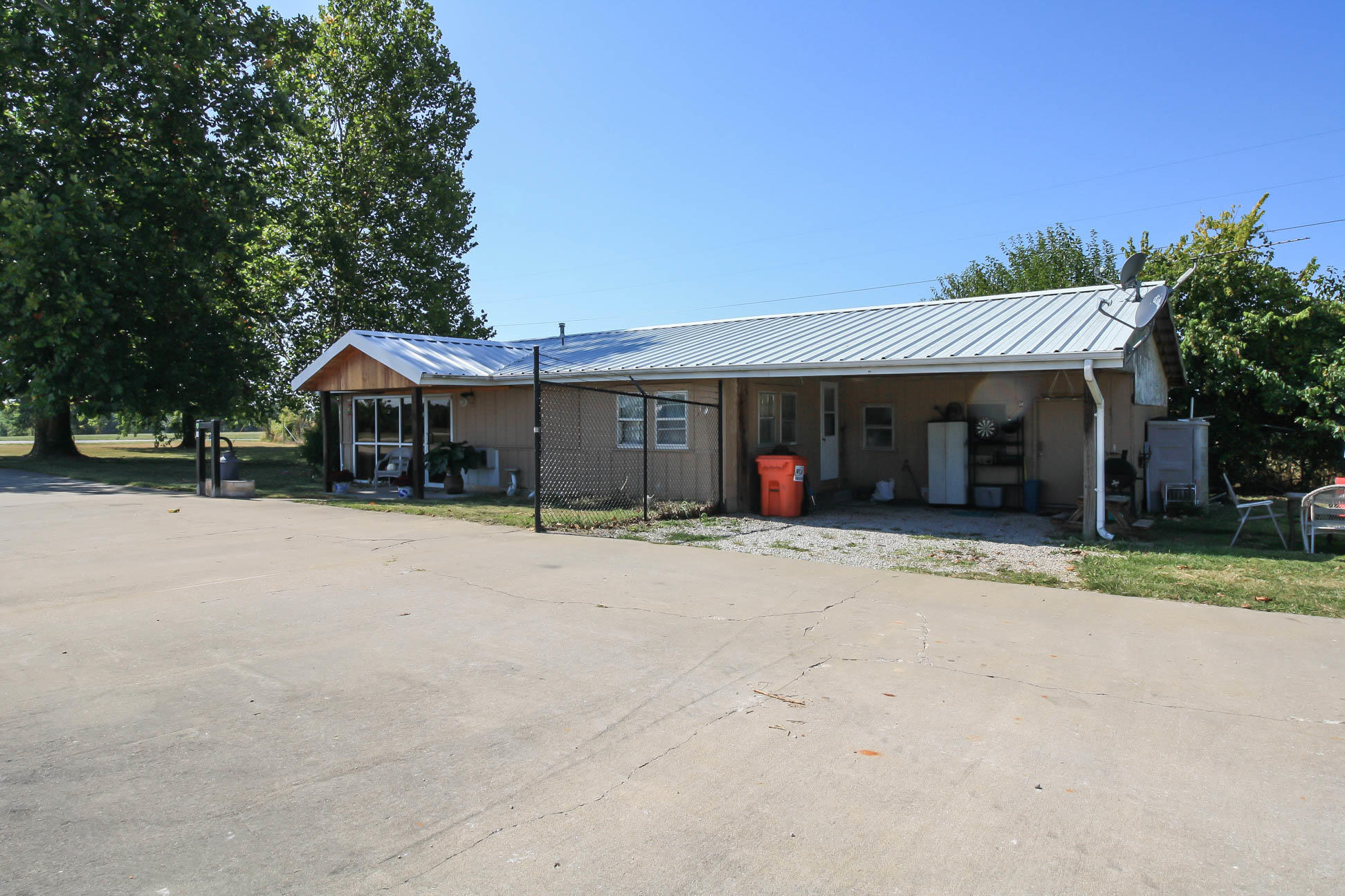 3909 East Bluegrass Road Springfield, MO 65803