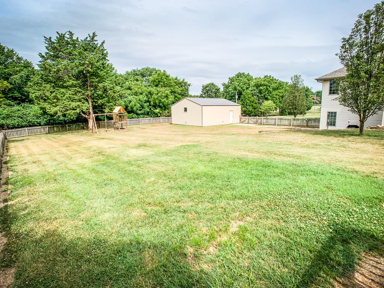 5416 East Farm Rd 168 Rogersville, MO 65742