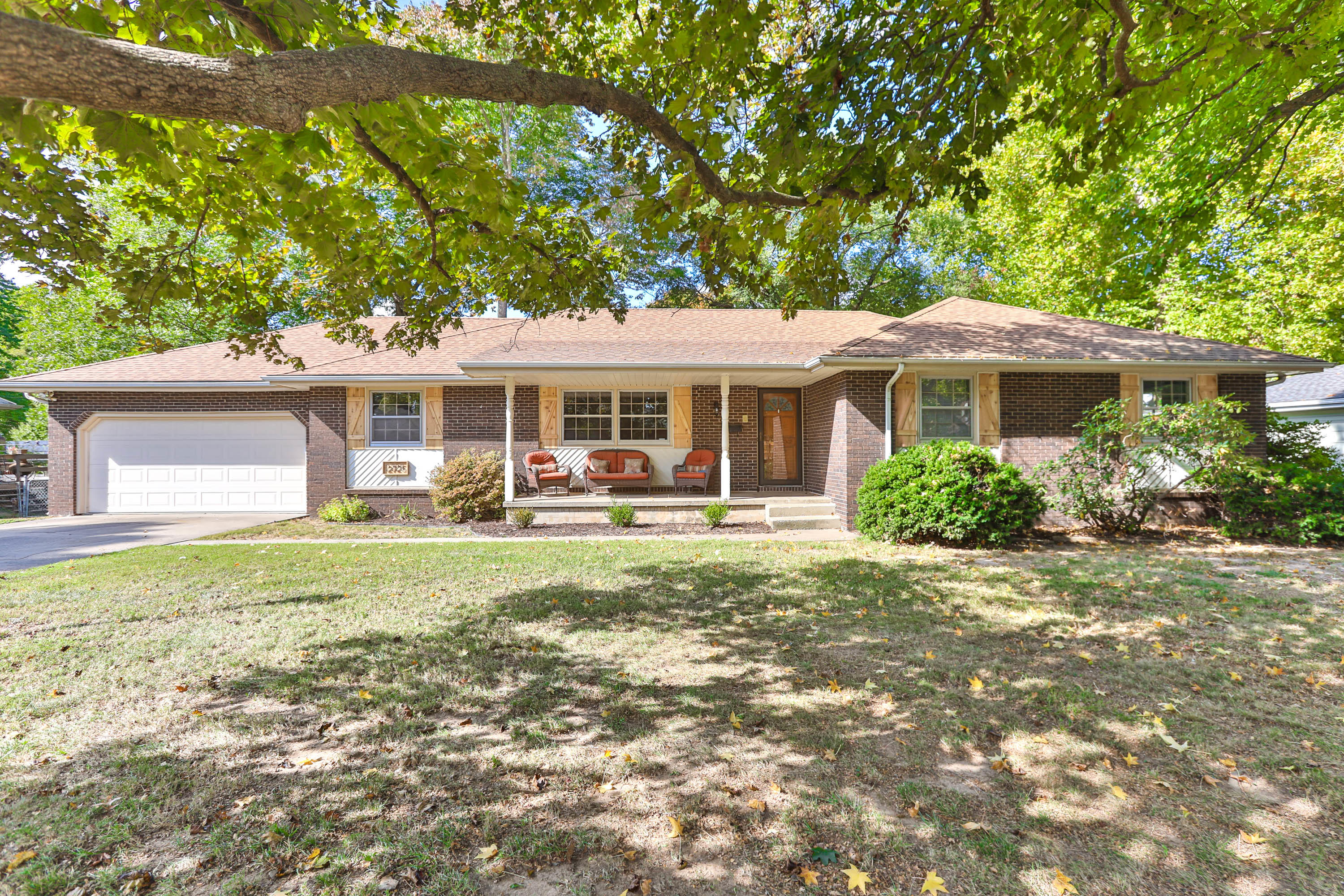 2725 South Luster Avenue Springfield, MO 65804