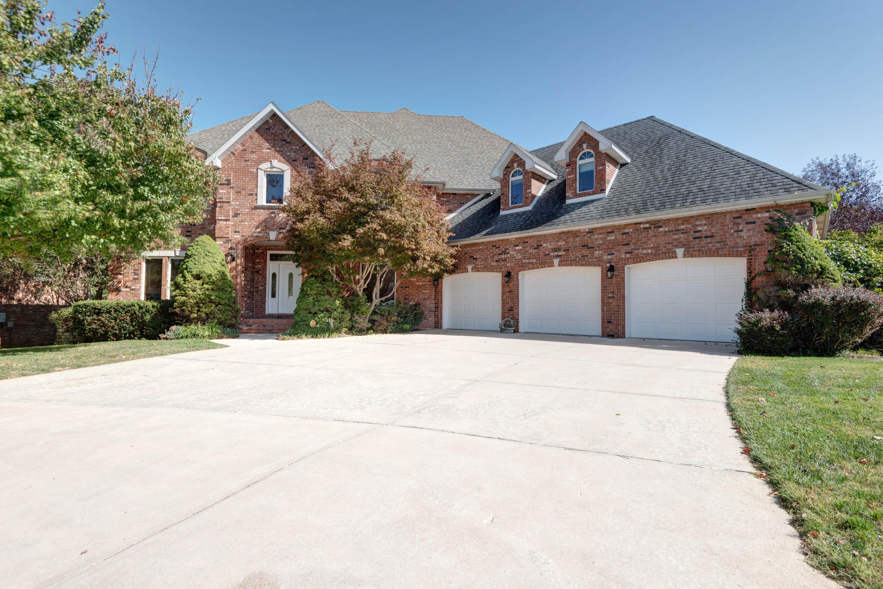 4782 South Woodpointe Avenue Springfield, MO 65810