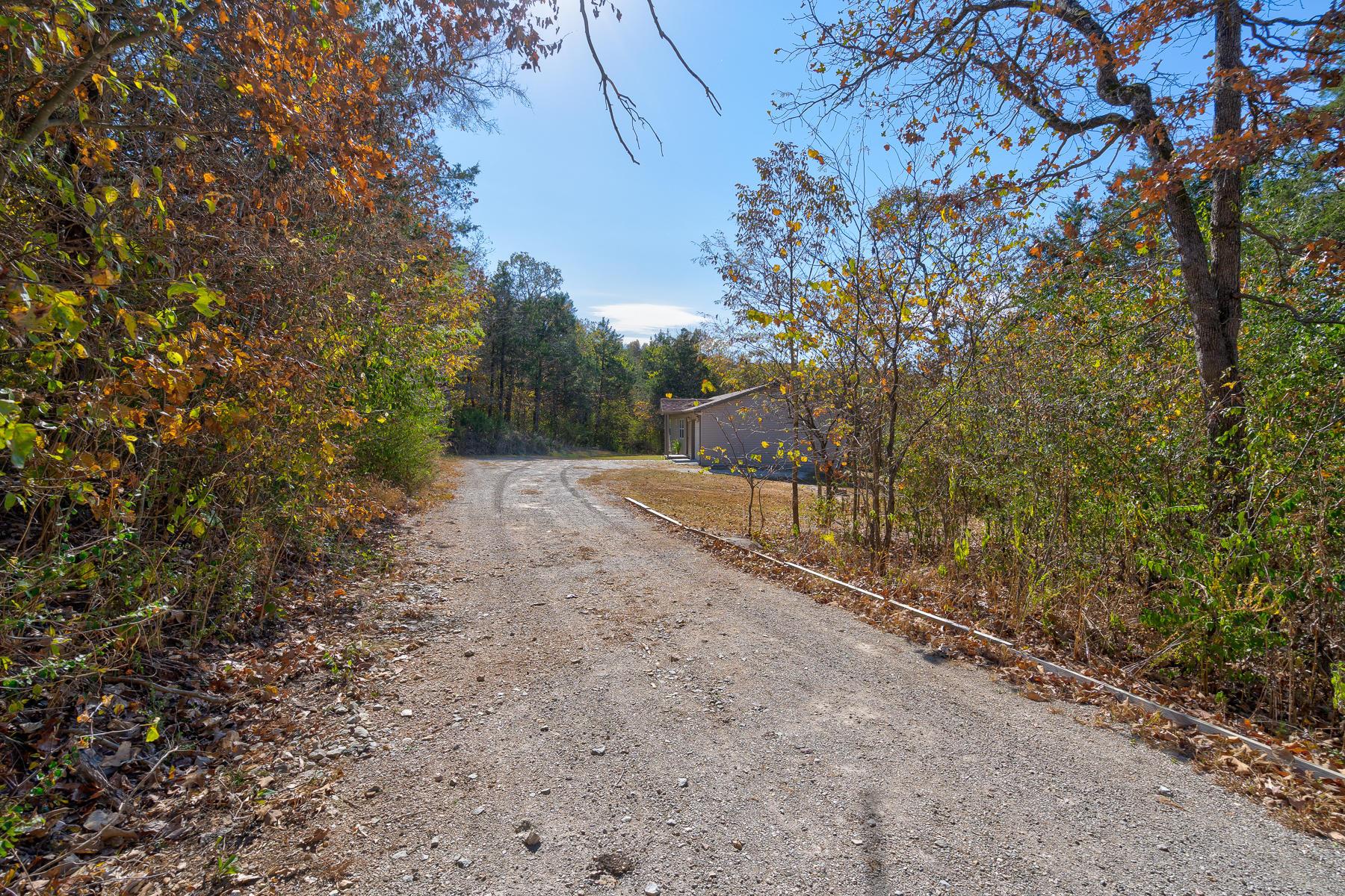 52 Trenidy Lane Reeds Spring, MO 65737