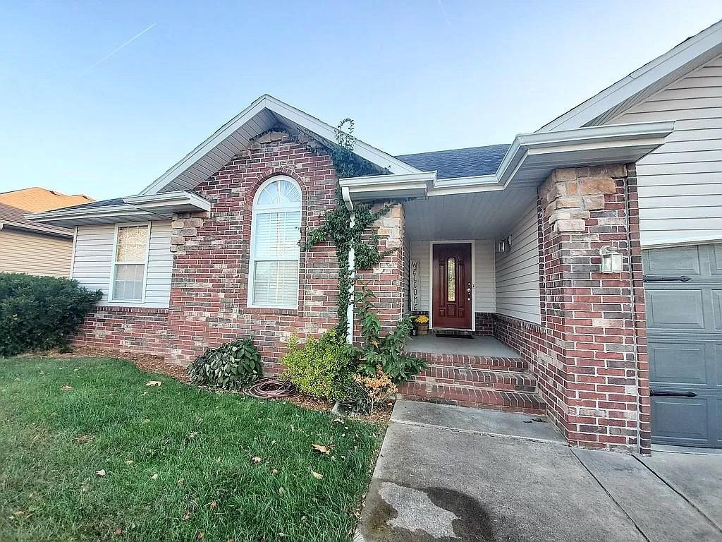 316 East Libby Drive Springfield, MO 65803