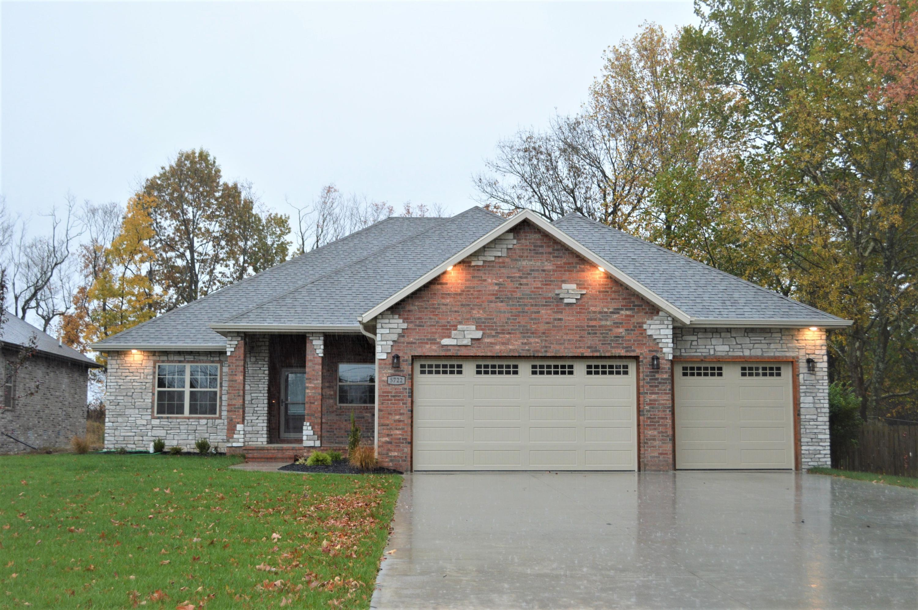 5722 South Woodcliffe Drive Springfield, MO 65804