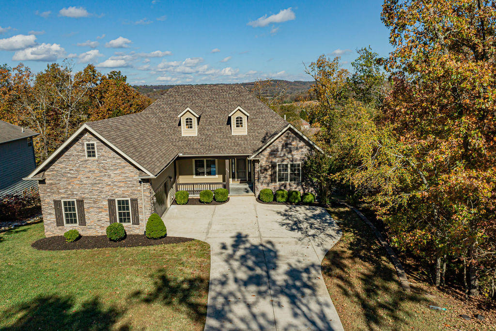 612 Crossing Drive Branson West, MO 65737