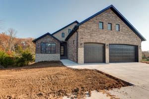 302 South Hickory Hills Blvd, Springfield, MO 65802