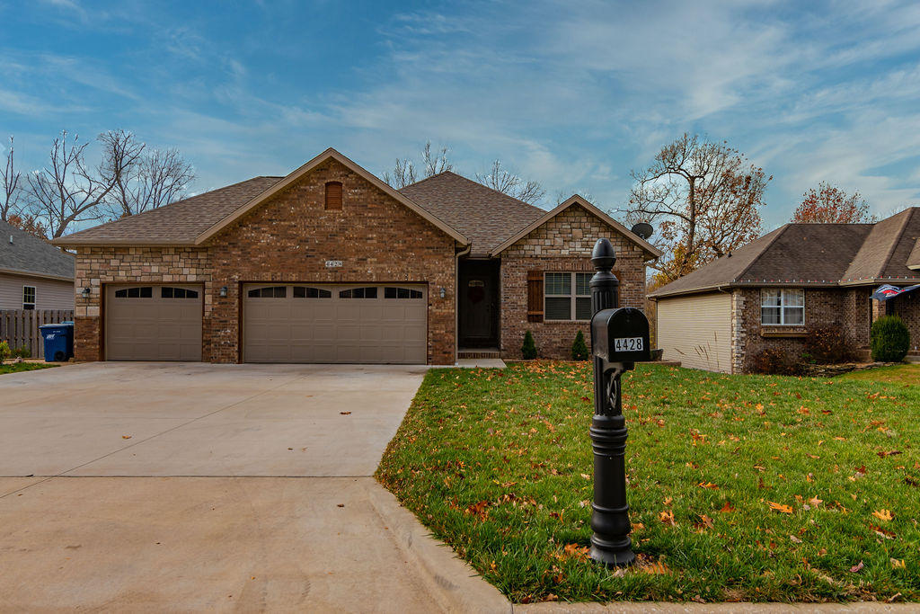 4428 West Forest Ridge Road Battlefield, MO 65619