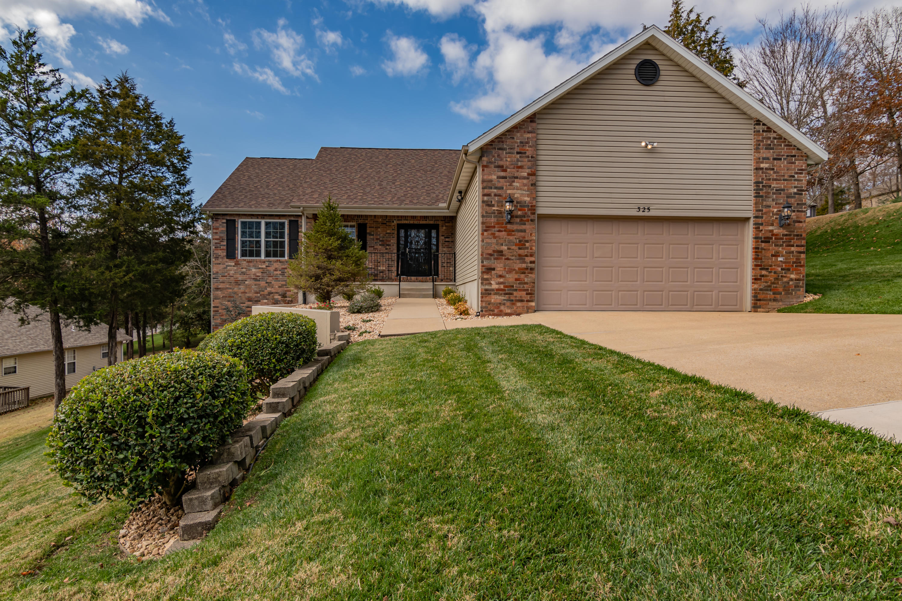 325 Country Bluff Drive Branson, MO 65616