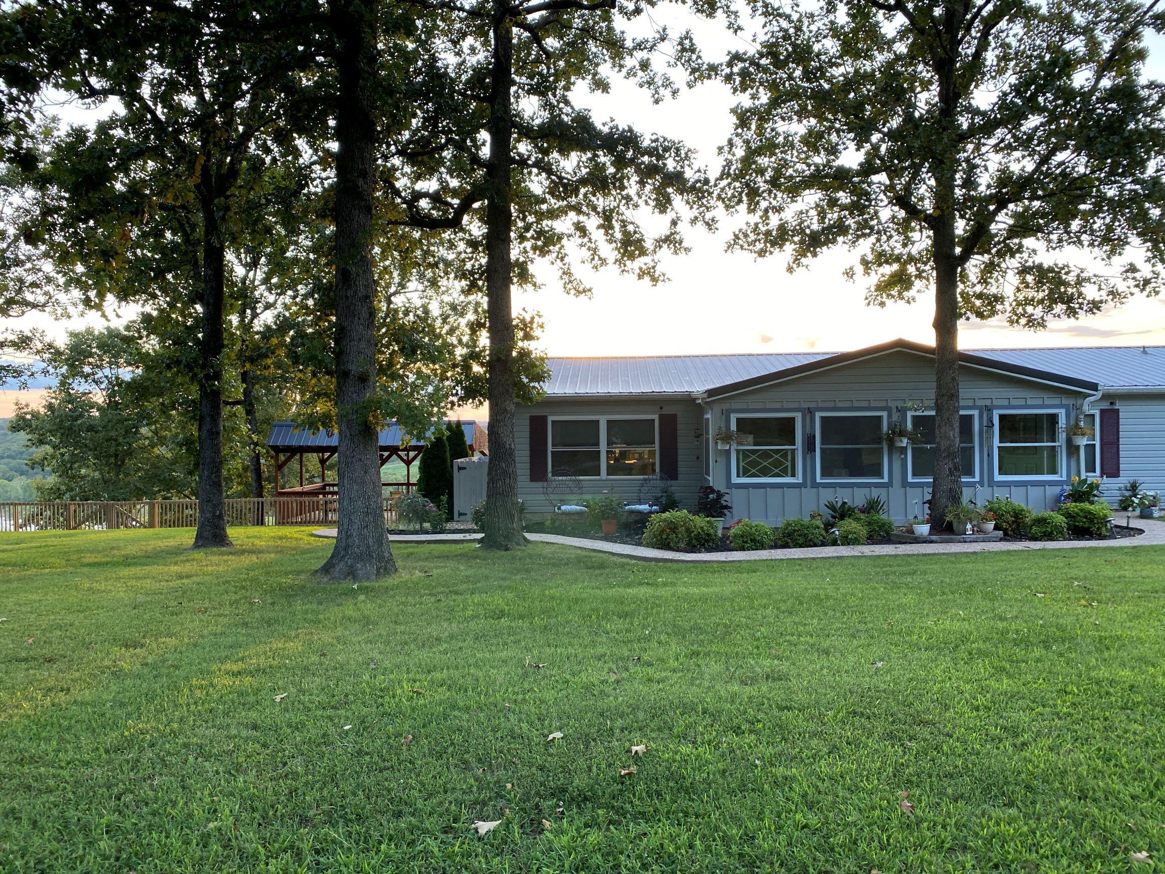 1302 Lakeway Kissee Mills, MO 65680