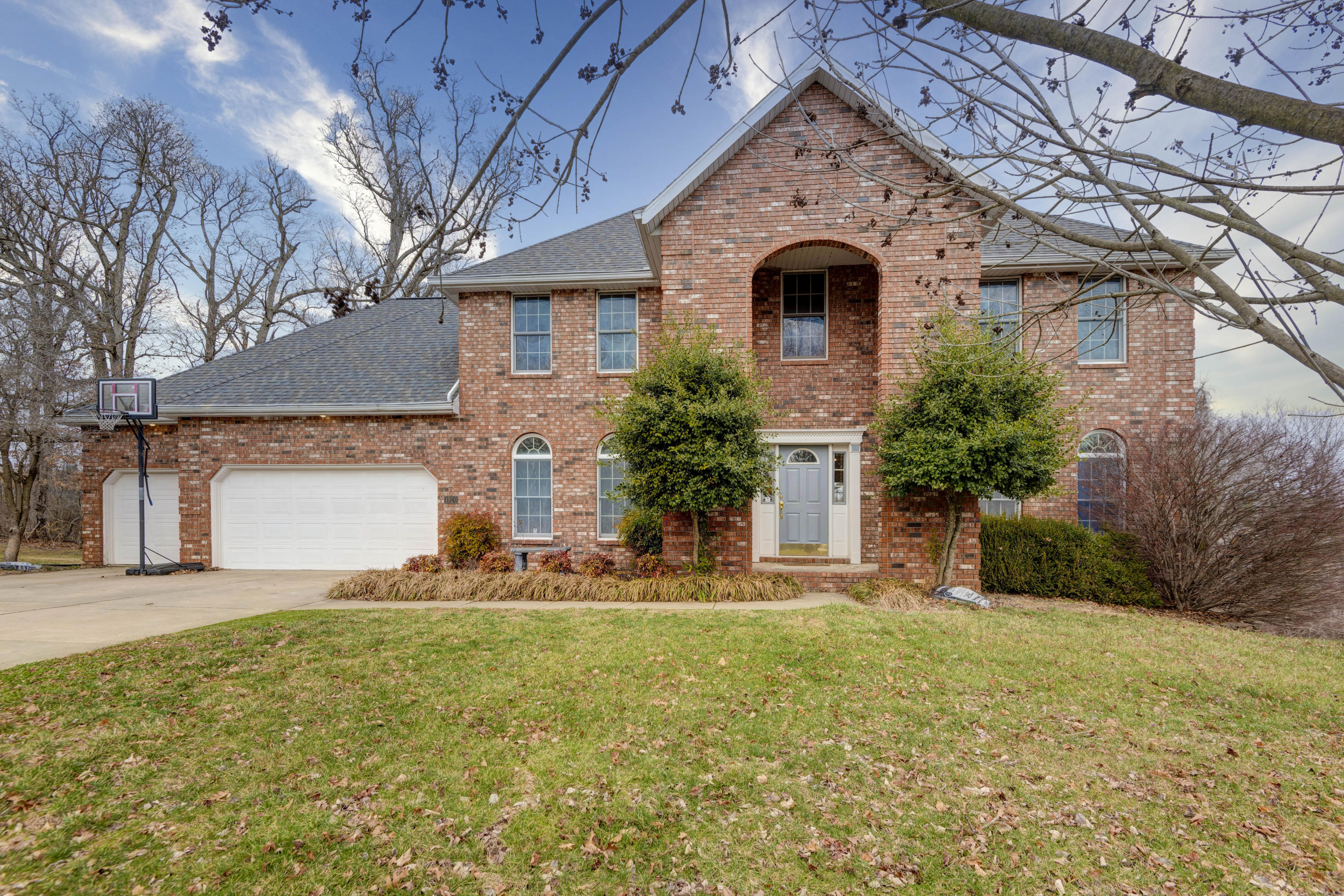 1920 South Brittany Place Springfield, MO 65809