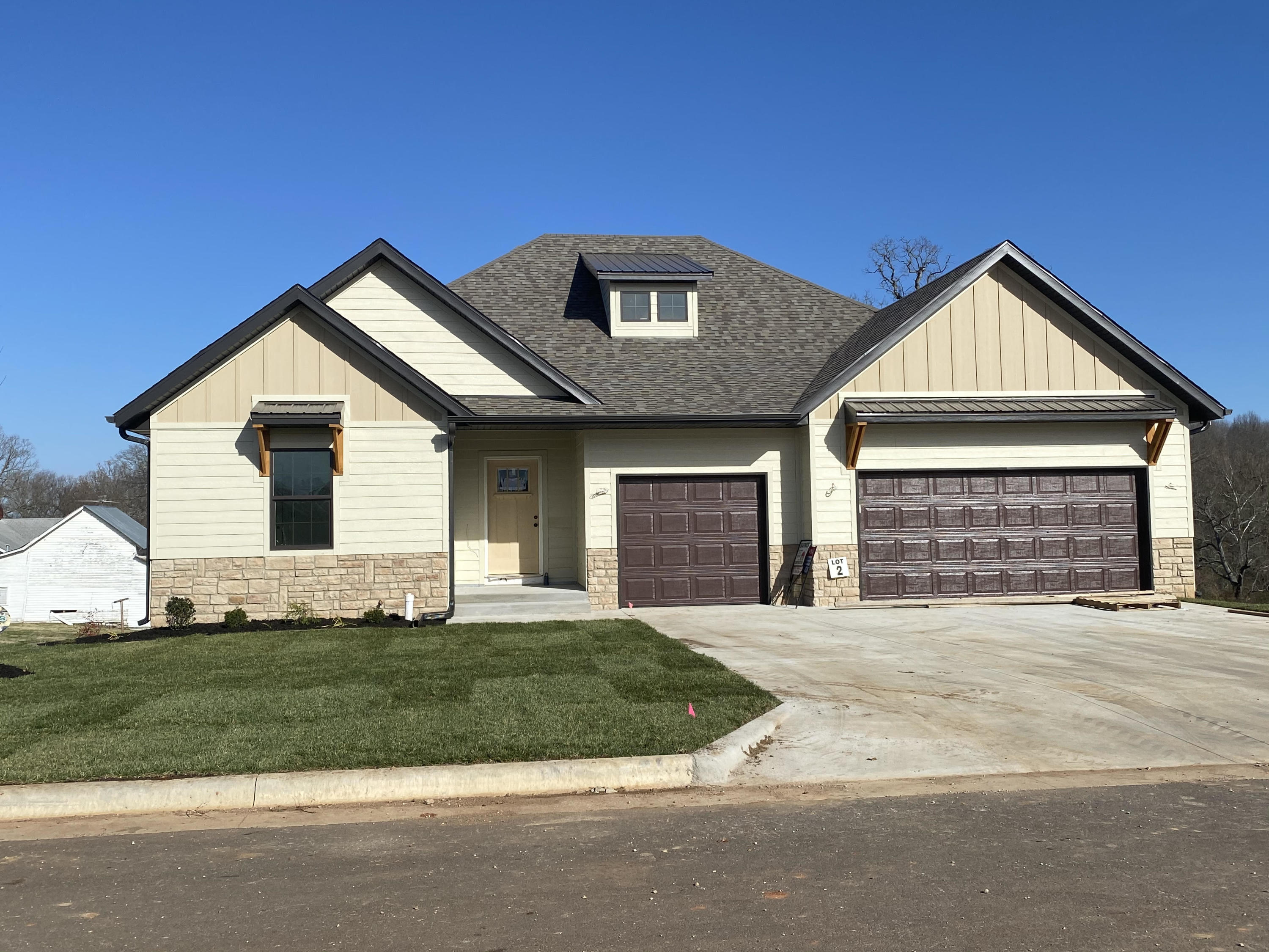 1405 East Hayloft Drive Ozark, MO 65721