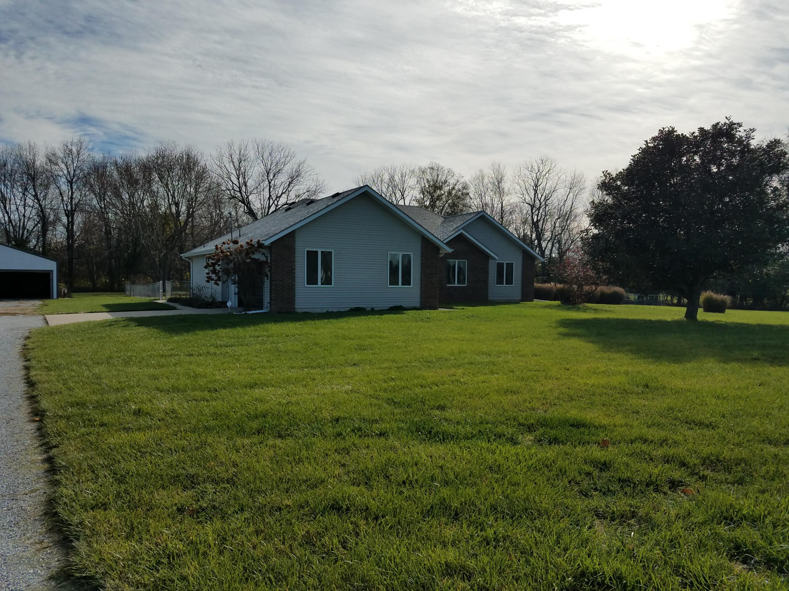 1664 South Farm Road Springfield, MO 65802