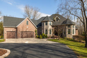 4733 West Woods End Drive, Springfield, MO 65803