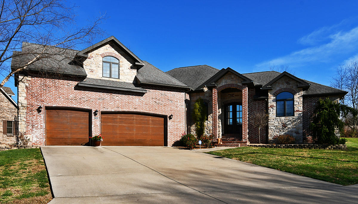 2304 Lakeside Court, Ozark, 65721, 4 Bedrooms Bedrooms, ,4 BathroomsBathrooms,Residential,For Sale,Lakeside,60179115