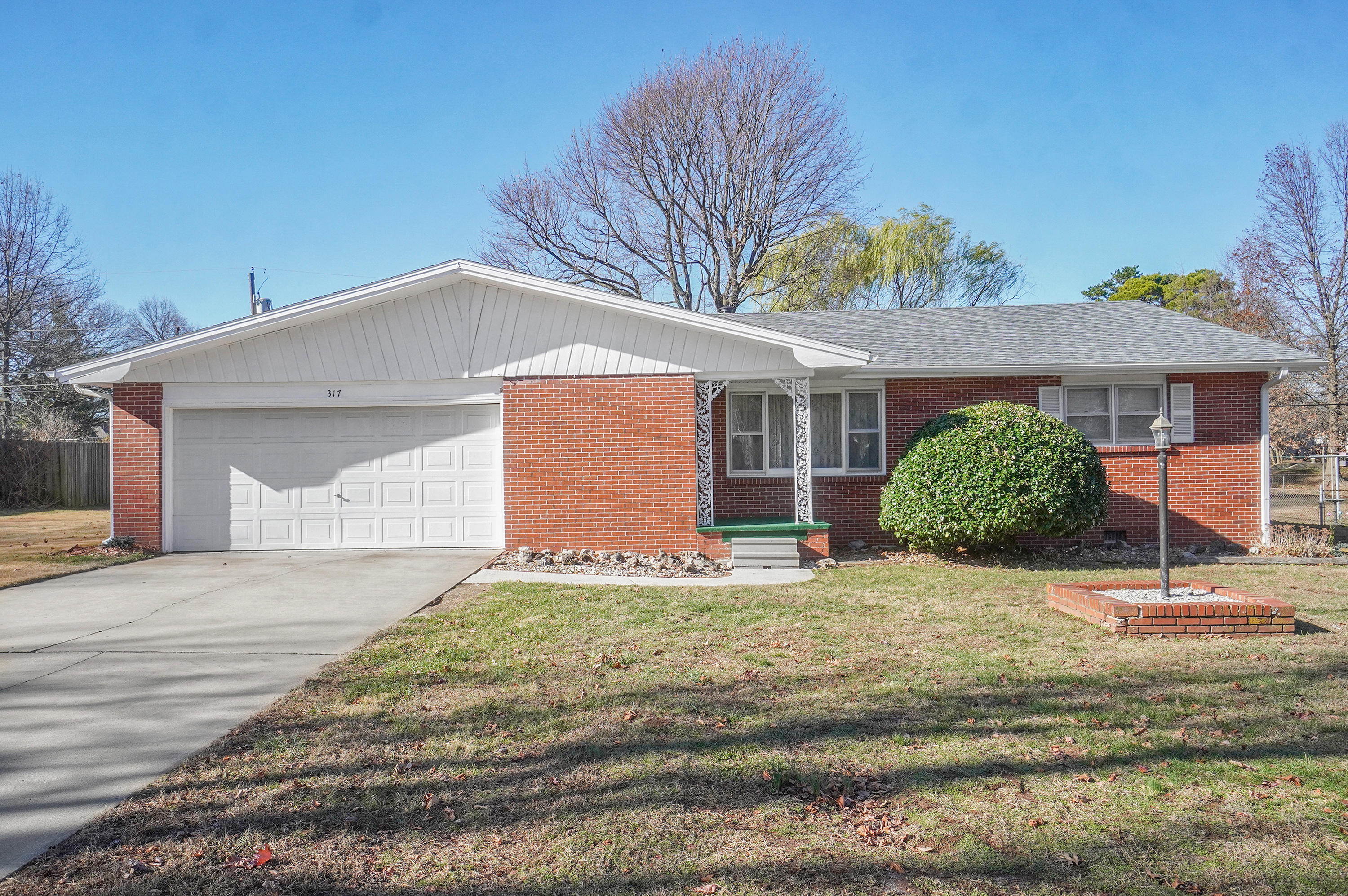 317 South Jonathan Avenue Springfield, MO 65802