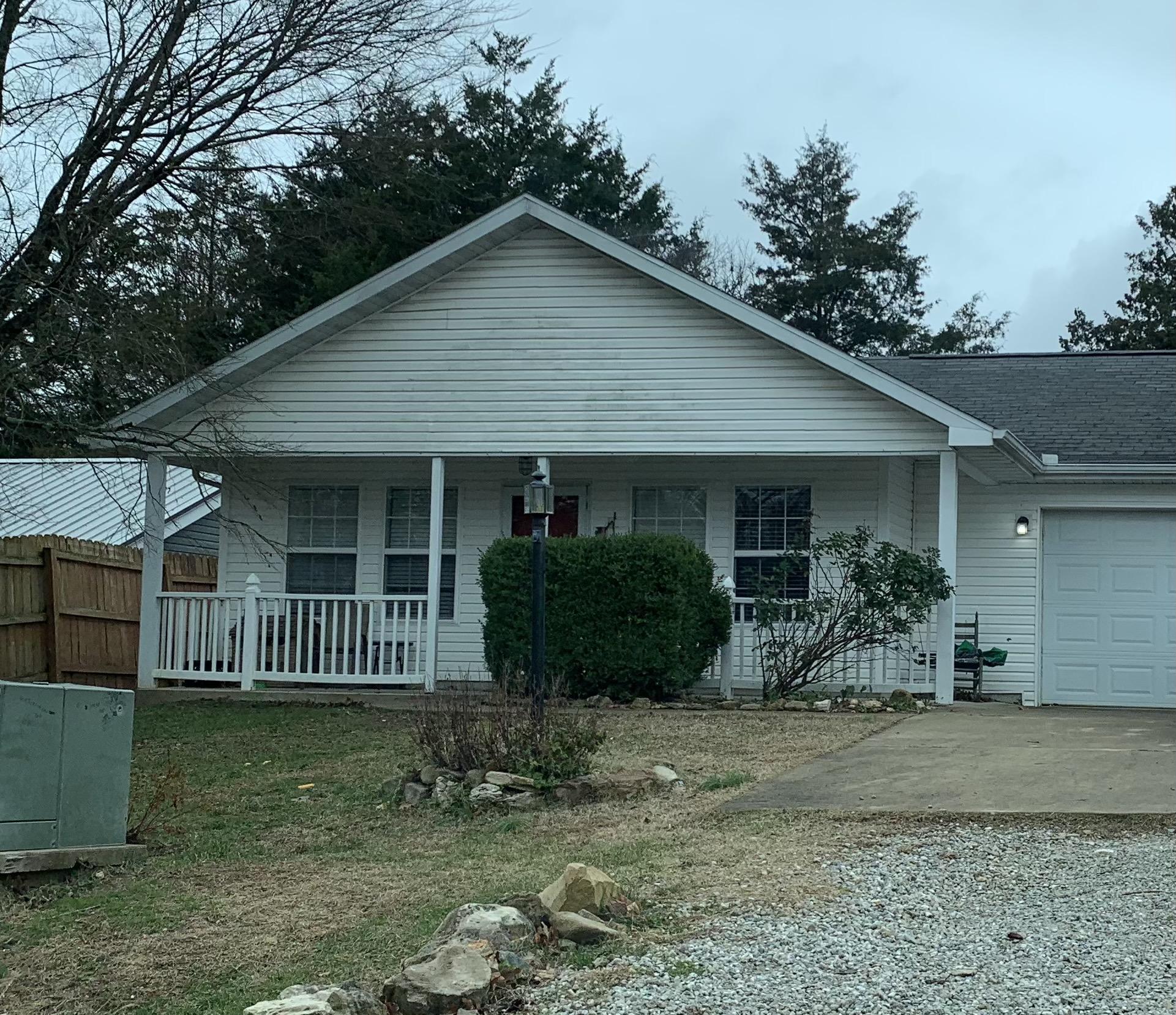 154 Eric Drive Kirbyville, MO 65679