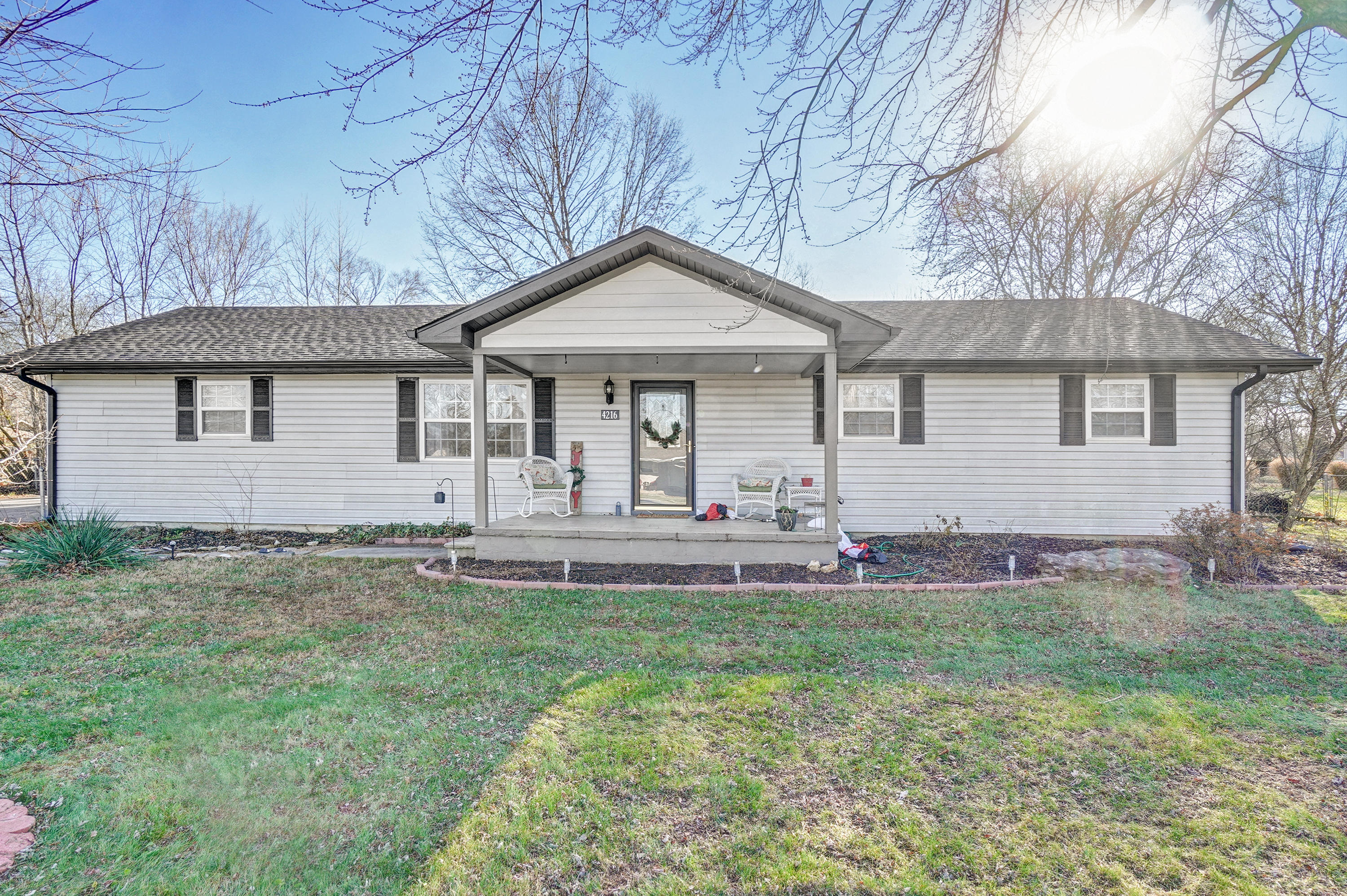 4216 West Ridgeview Street Battlefield, MO 65619