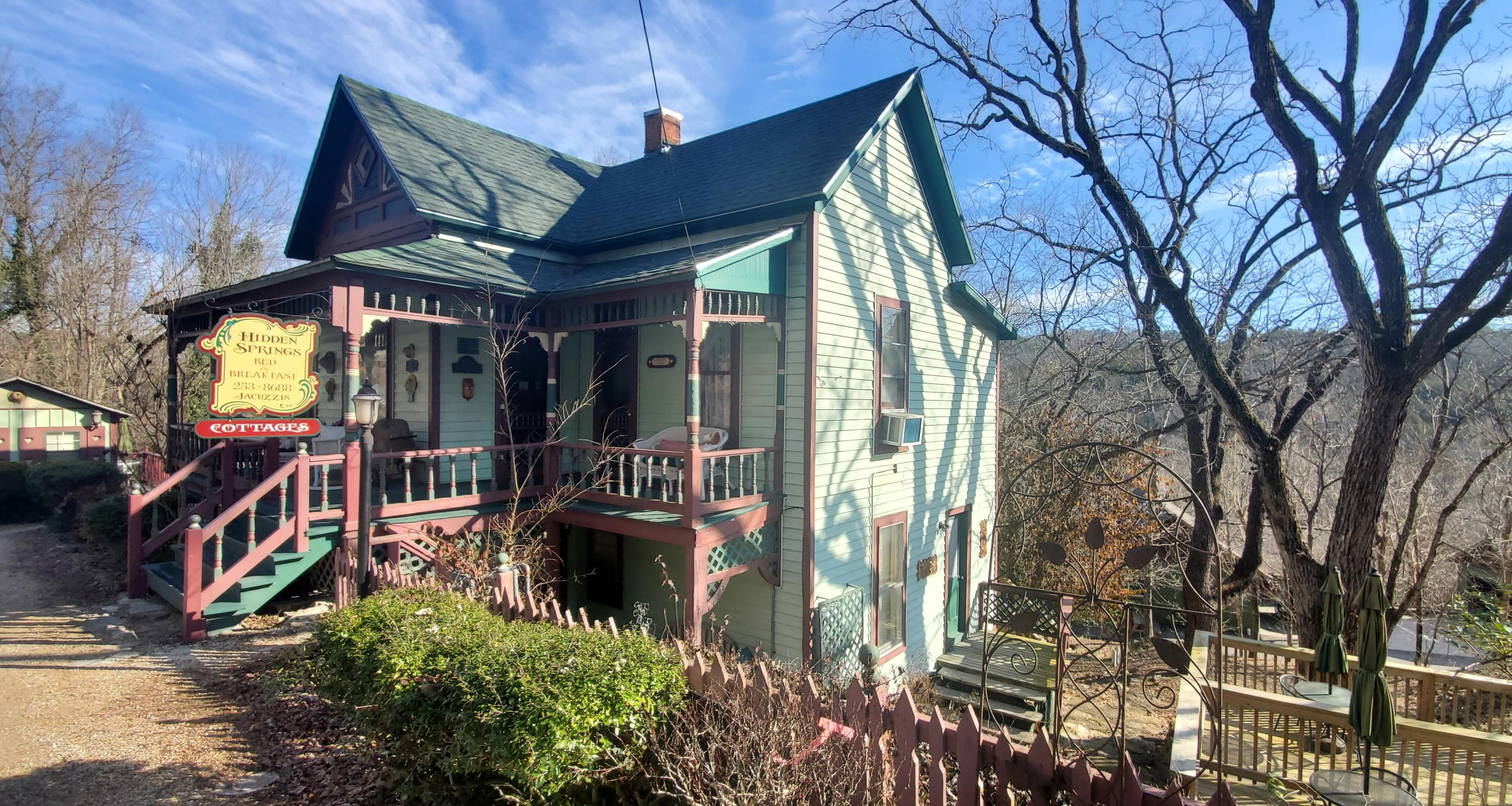 23 Hillside Avenue Eureka Springs, AR 72632