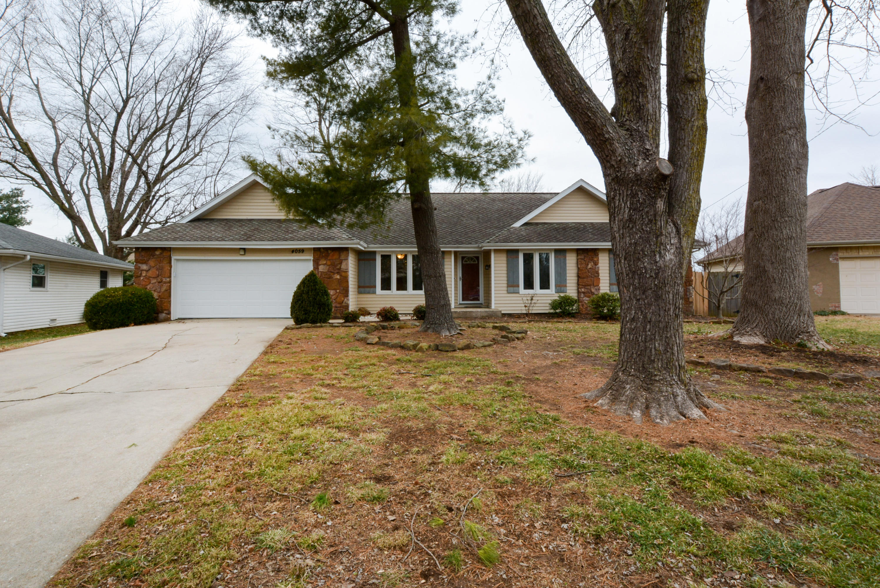 4059 South Eaton Avenue Springfield, MO 65807