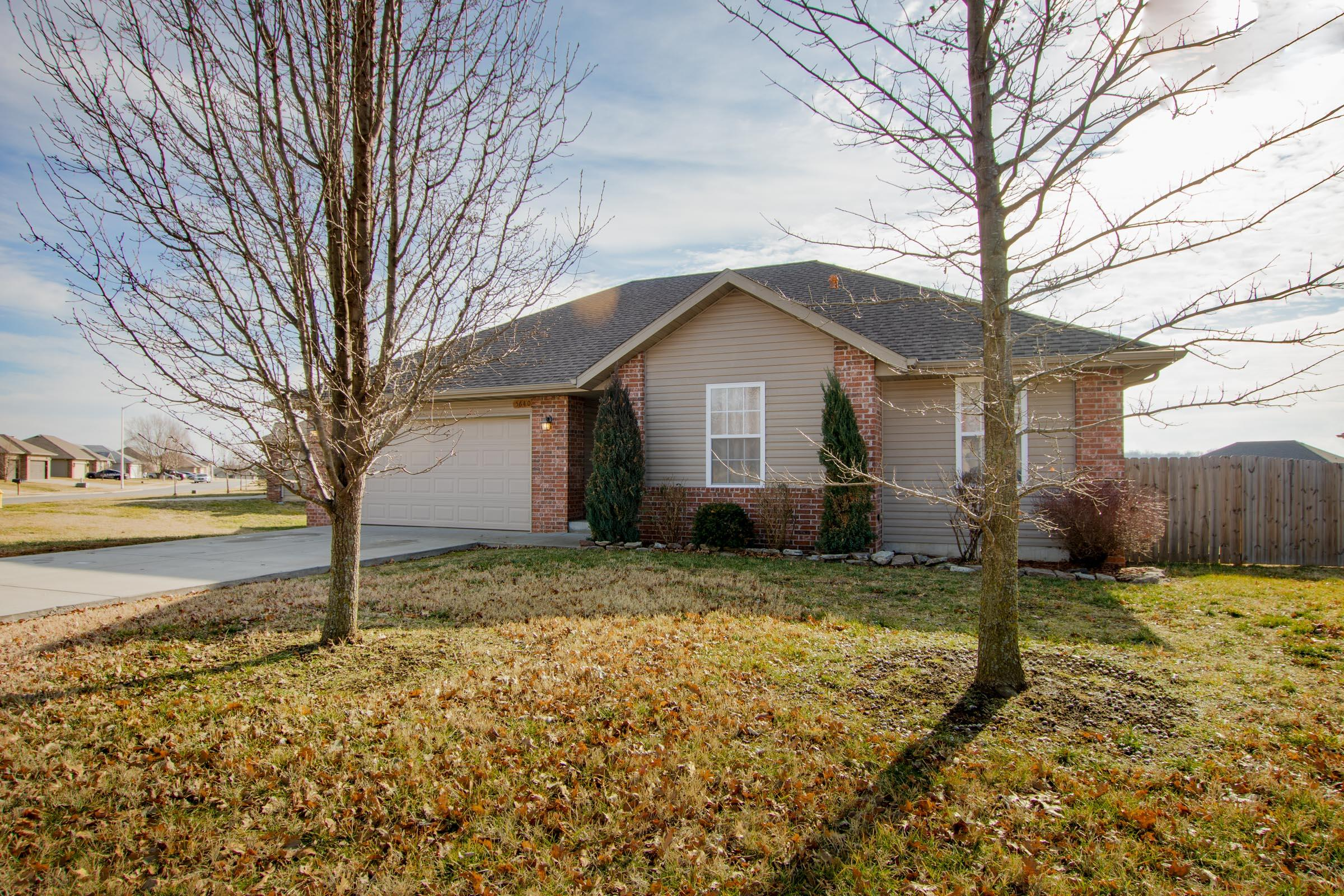 5640 West Sunflower Drive Springfield, MO 65802