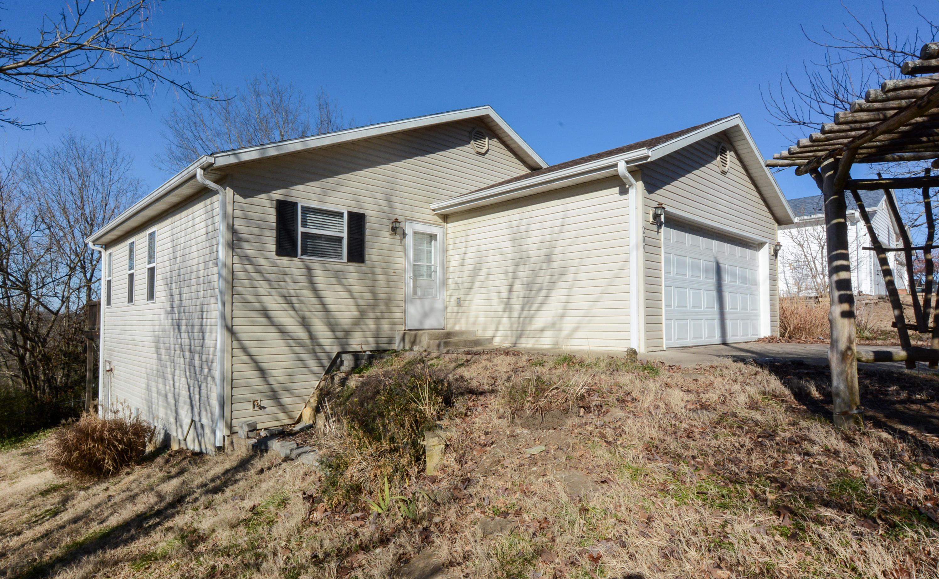 209 Pine Street Forsyth, MO 65653