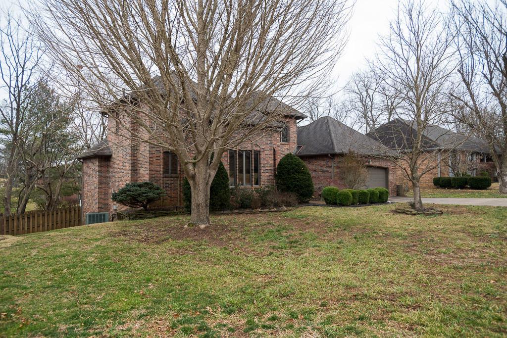 1668 South Chapel Drive Springfield, MO 65809