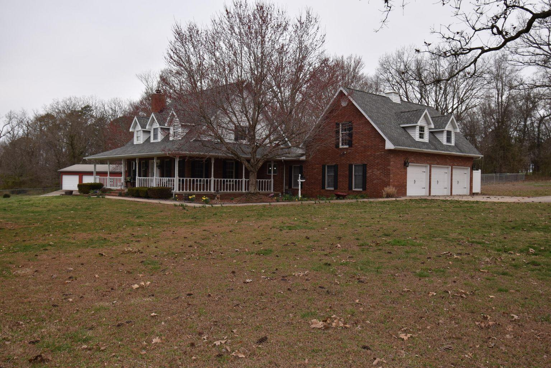 1117 Chinquapin Woods Street Cassville, MO 65625