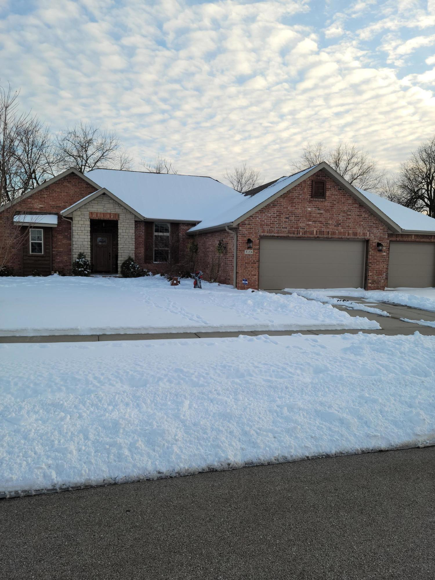 326 West Thistlewood Drive Springfield, MO 65803