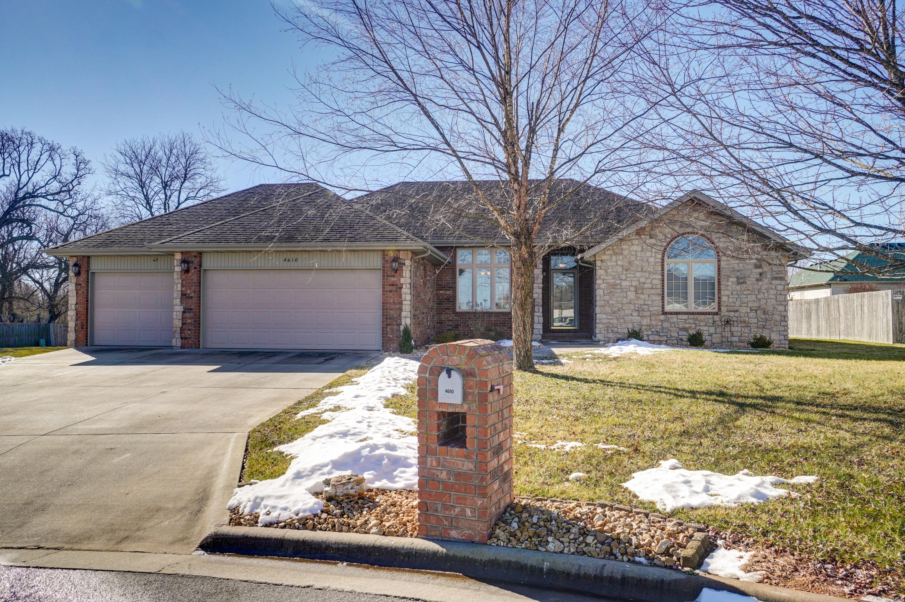 4610 West Curtice Drive Battlefield, MO 65619