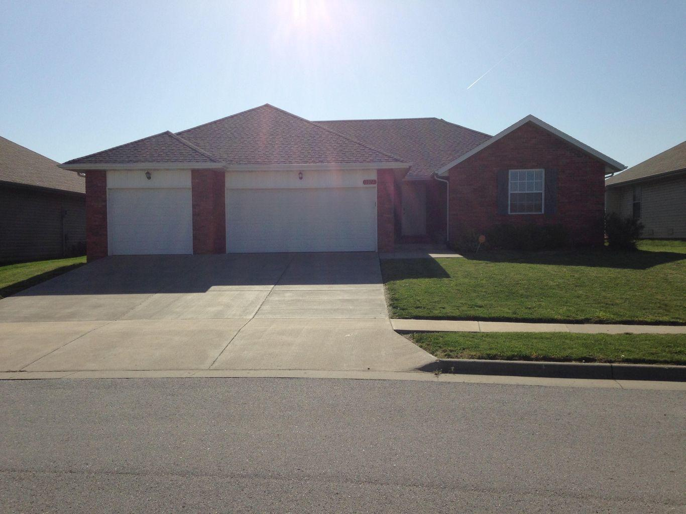1077 Red Cedar Avenue Springfield, MO 65802