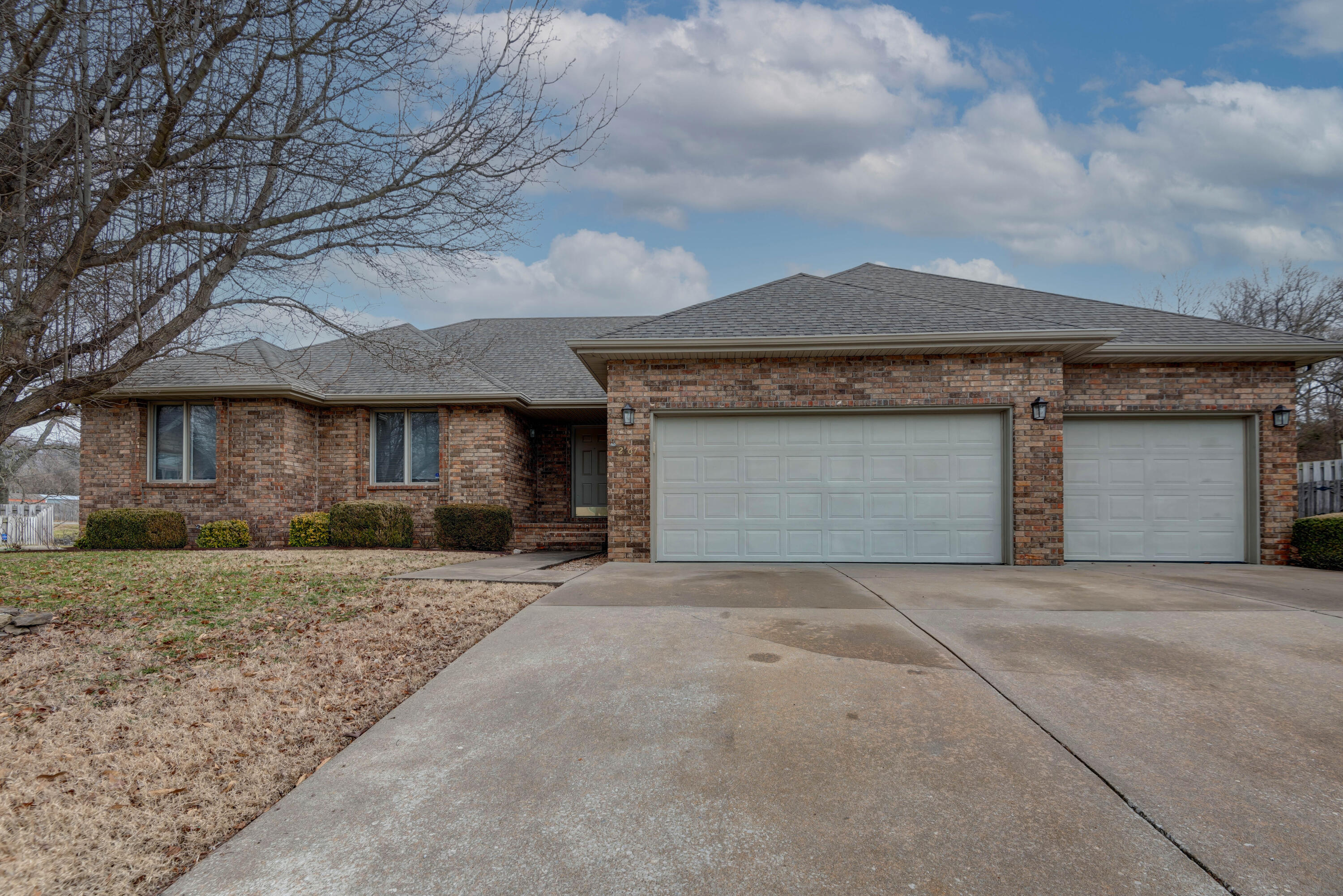 2467 West Chatsworth Court Springfield, MO 65810