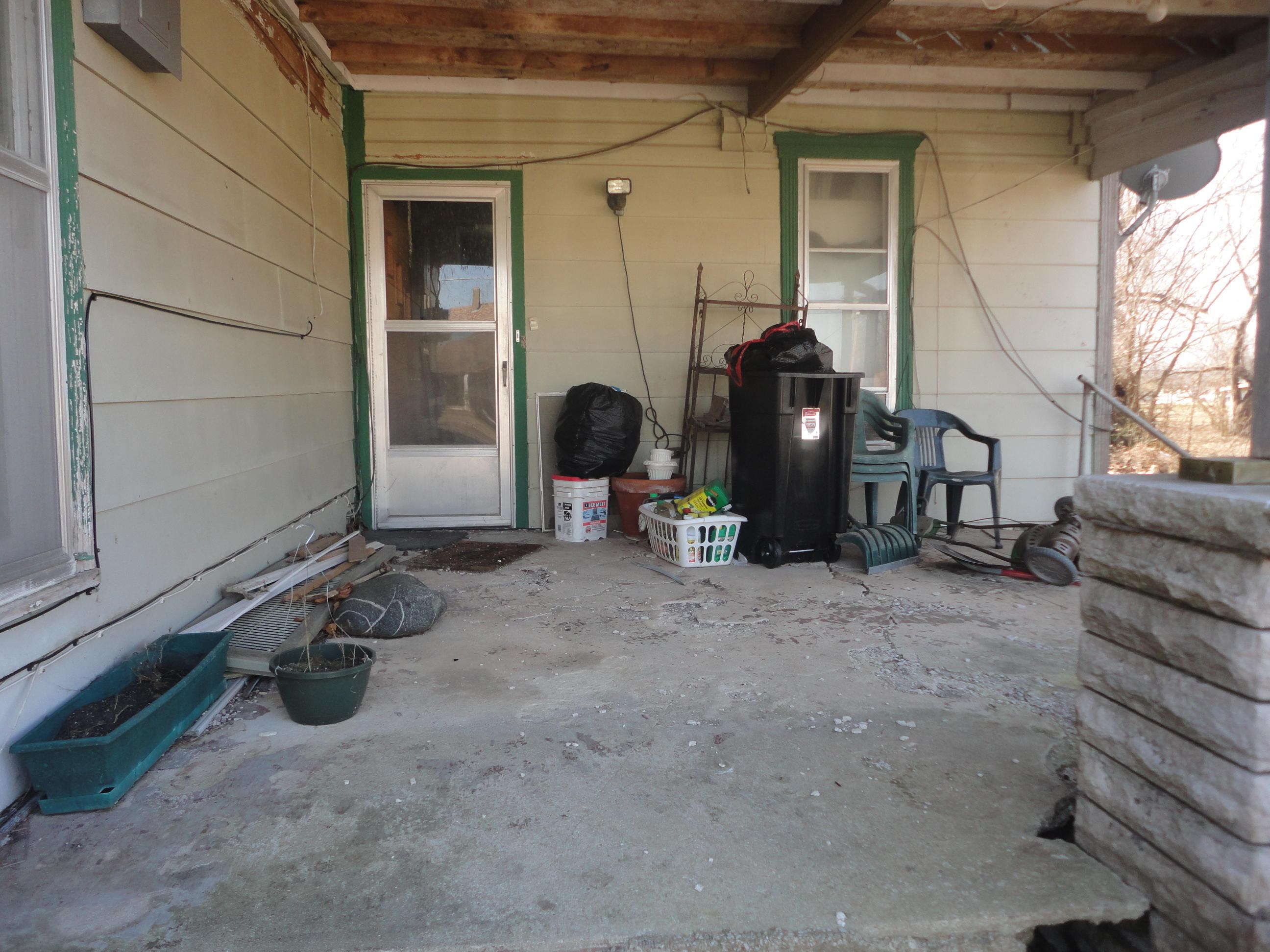206 East Main Street Walnut Grove, MO 65770