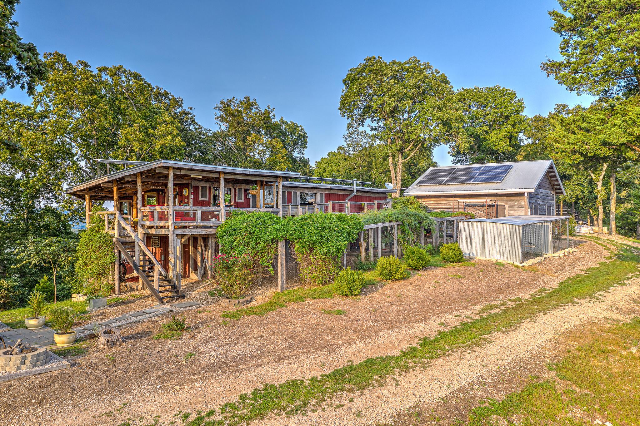 1150 County Rd Eureka Springs, AR 72631