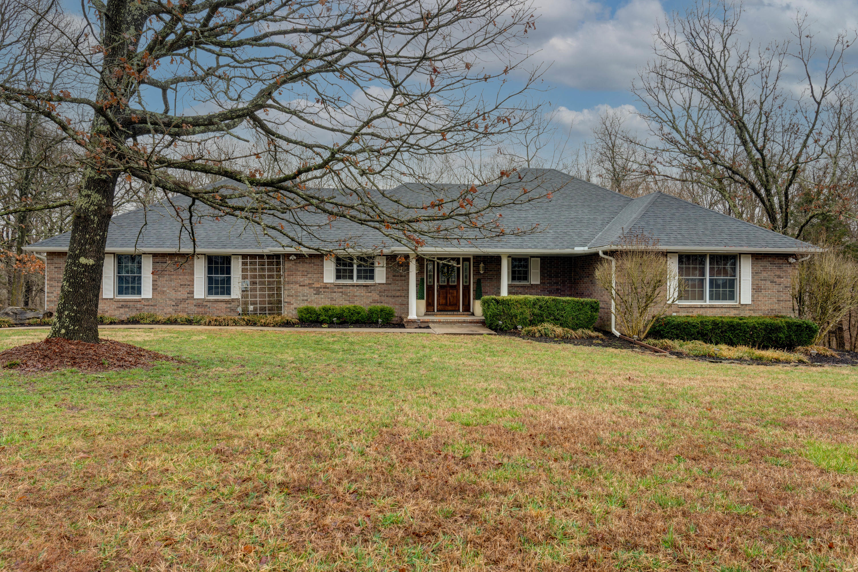 1090 South Stanford Drive Rogersville, MO 65742