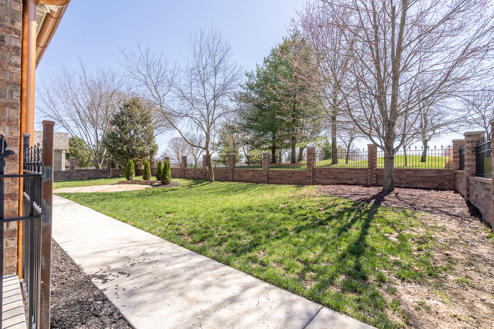 3686 East Kingswood Drive Springfield, MO 65809