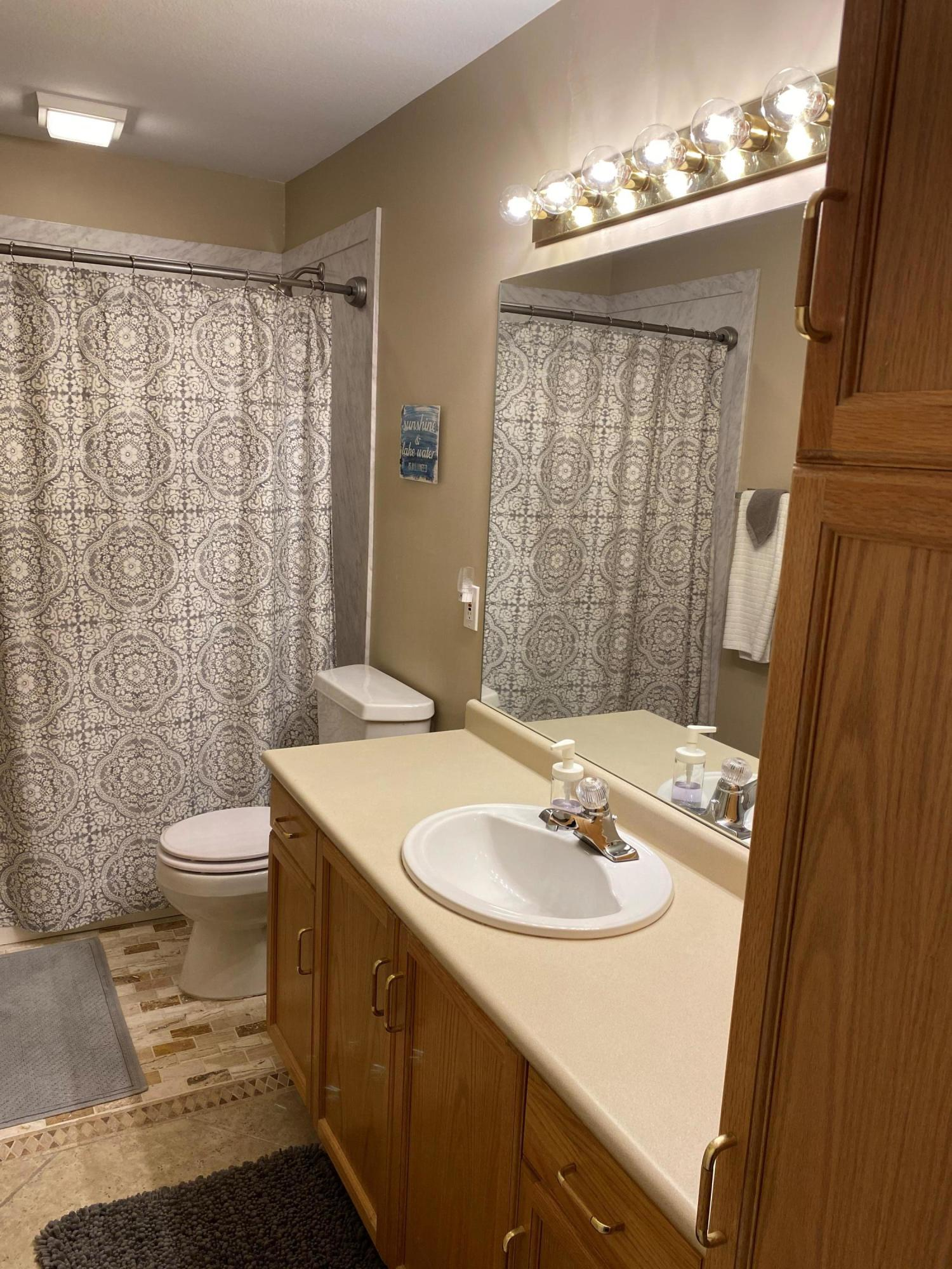 225 Lower Emerald Bay Circle UNIT #5 Hollister, MO 65672
