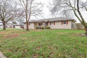 2424 South Aspen Avenue, Springfield, MO 65807
