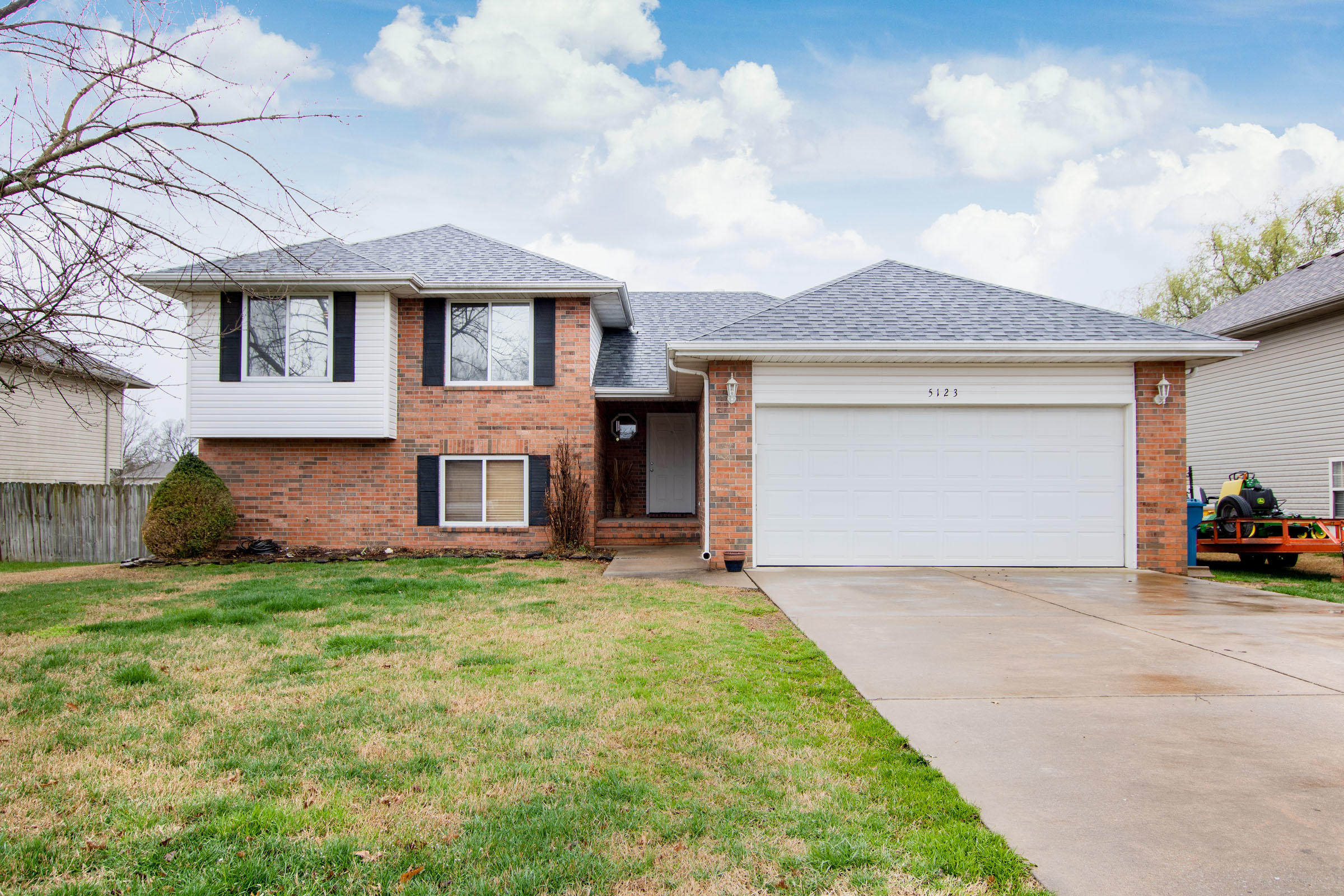 5123 South Red Oak Battlefield, MO 65619