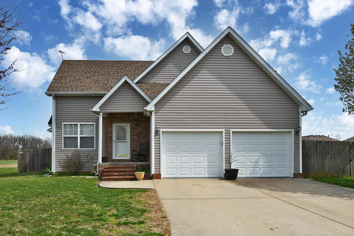 1209 Woodland Ridge Drive Monett, MO 65708