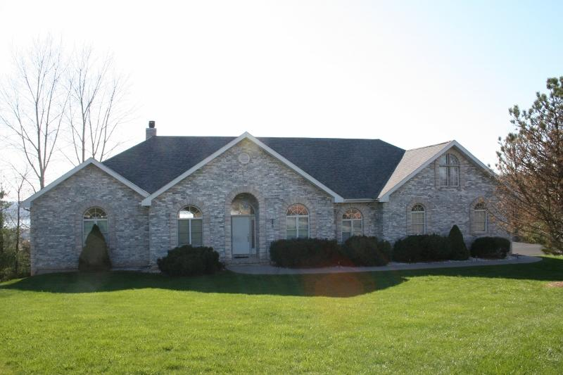 260 Eagle Crest Circle Hollister, MO 65672