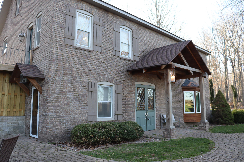 3747 Round House Road Aurora, MO 65605