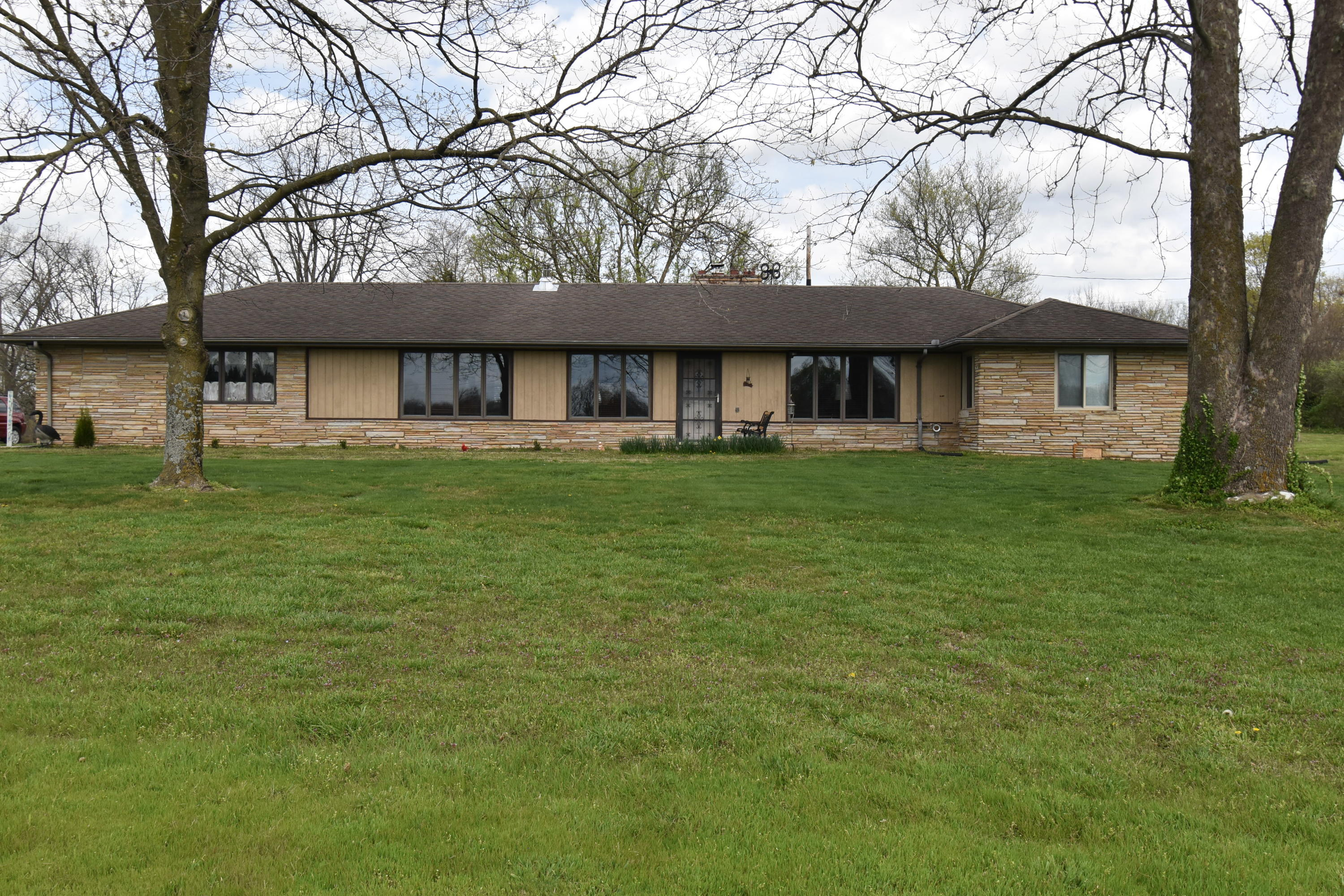 817 Old Exeter Road Cassville, MO 65625