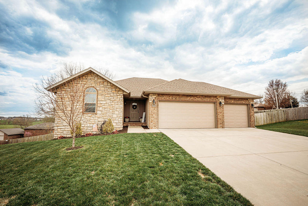 2110 South Gristmill Court Ozark, MO 65721