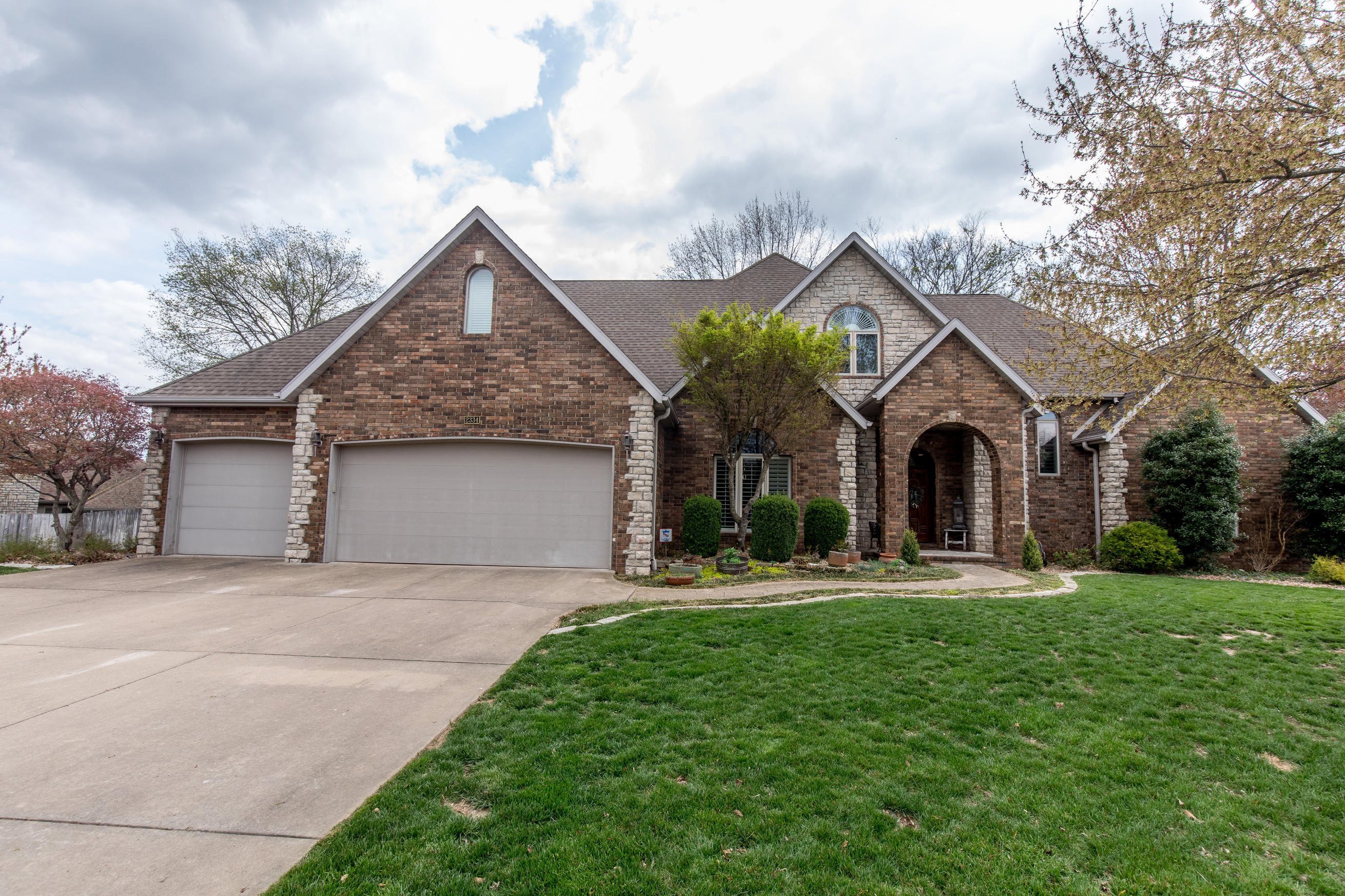 2334 South Oakbrook Avenue Springfield, MO 65809