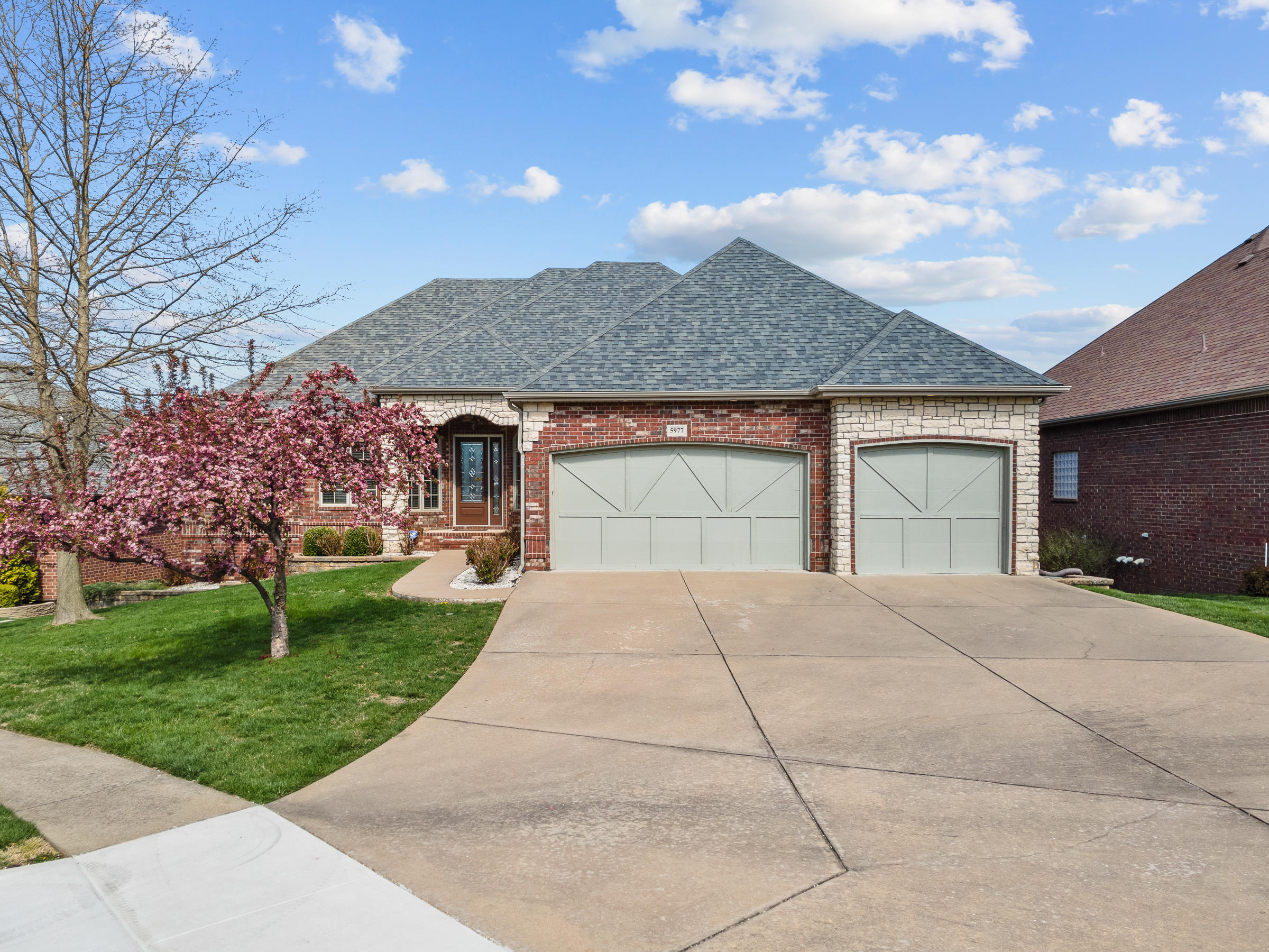5977 Lakepoint Drive Springfield, MO 65804