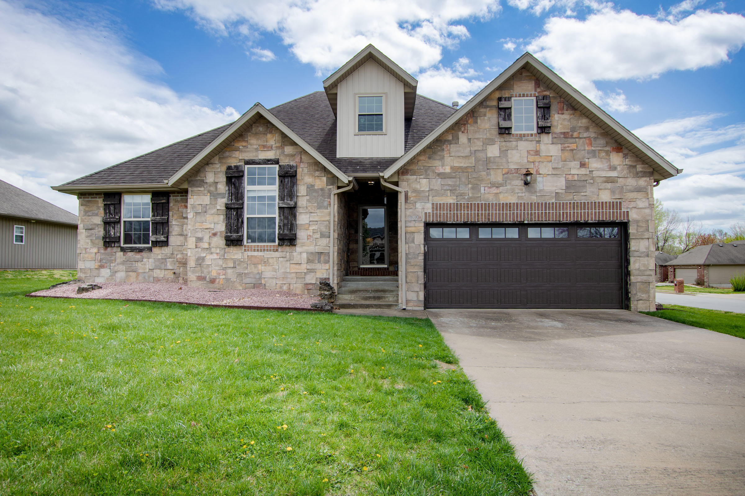 3852 West Poppy Lane Battlefield, MO 65619
