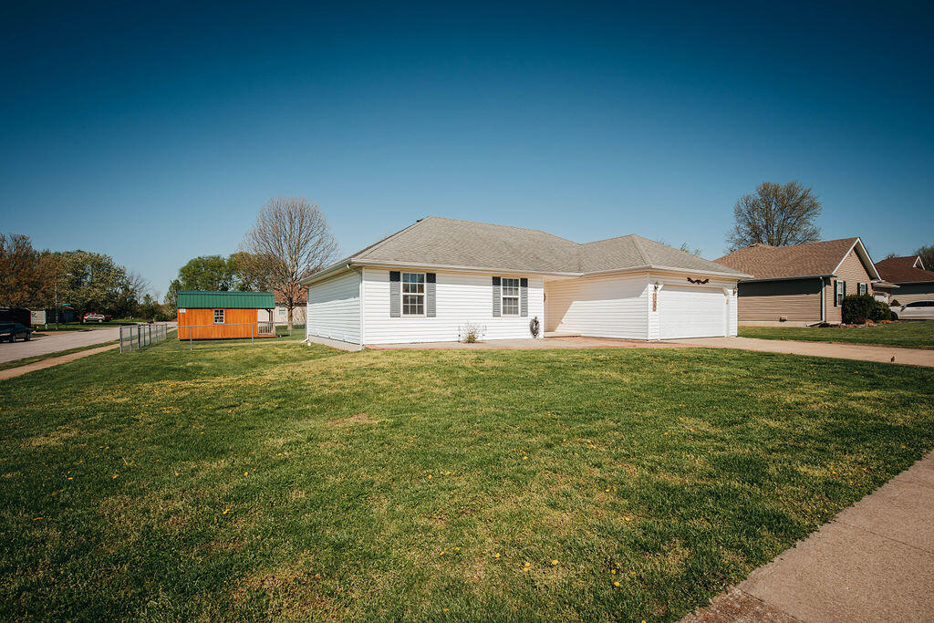 1207 Lakeside Drive Republic, MO 65738