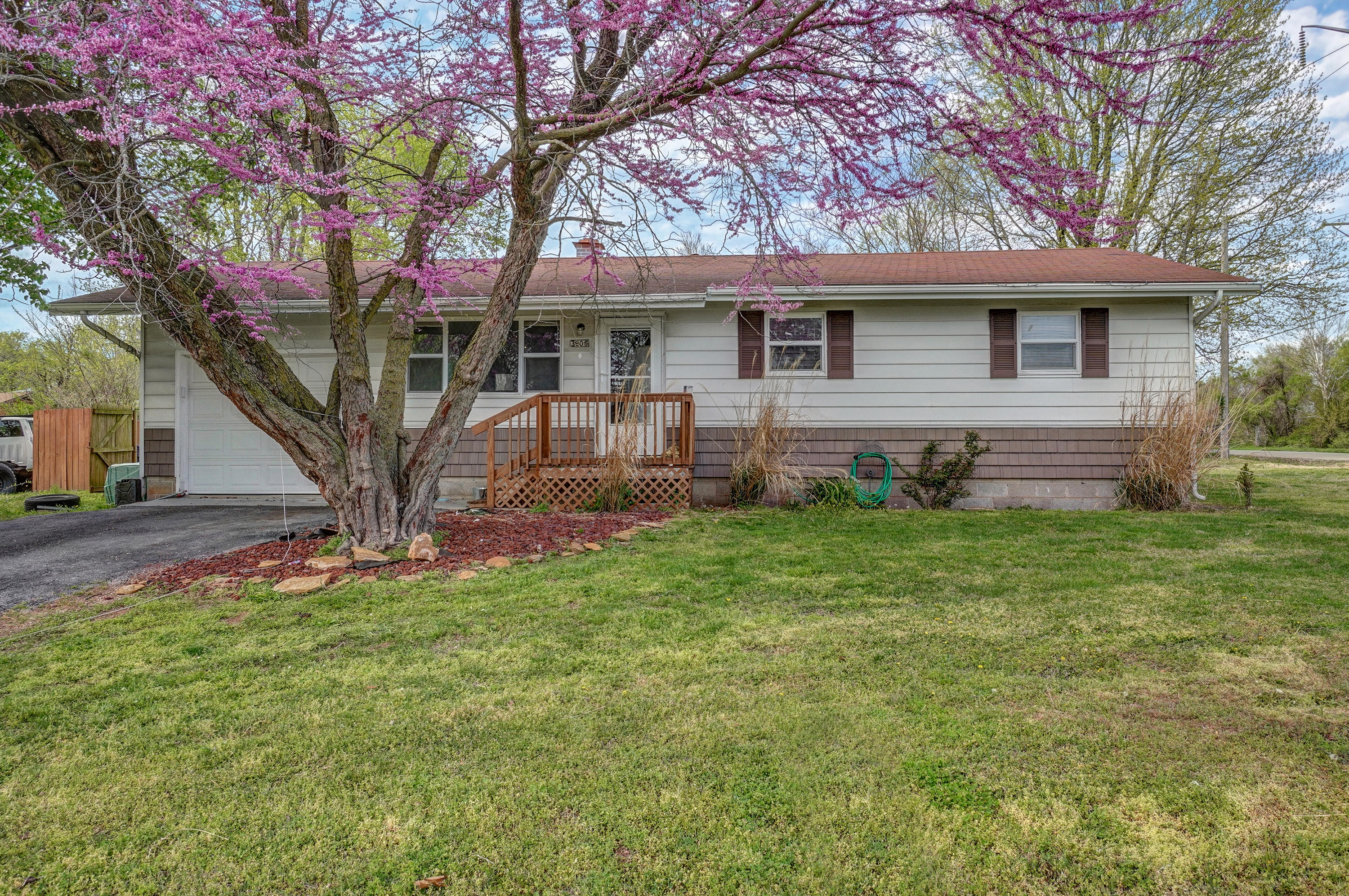 3905 West Collings Street Springfield, MO 65803