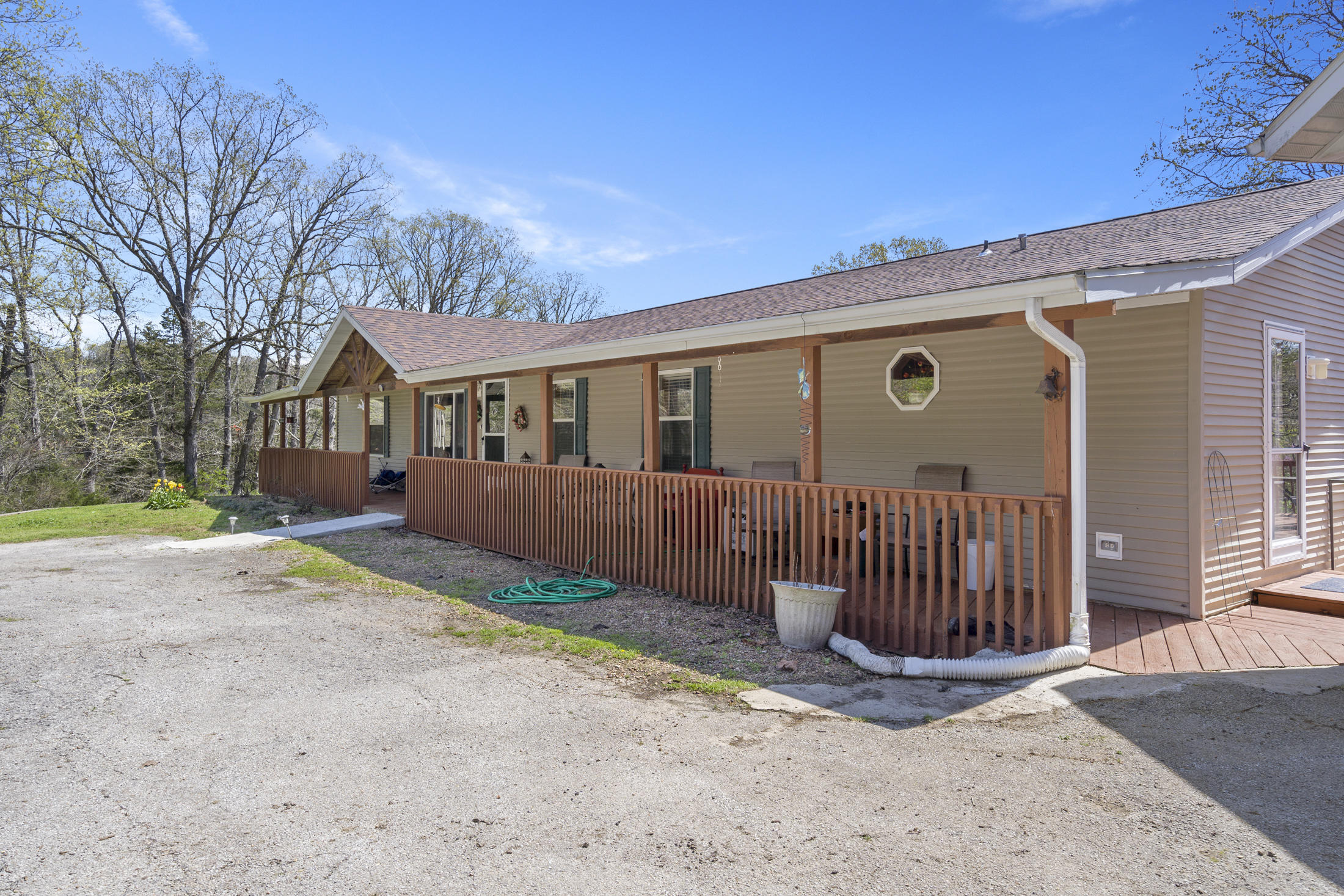 2532 Burmingham Road Forsyth, MO 65653